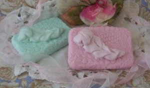 Plush Quill Feather Soap Bar Mold